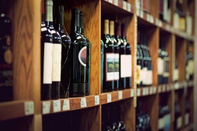 Минфин поддержал законопроект о продаже алкоголя на АЗС